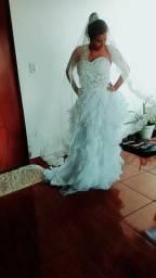 Vendo dois vestidos de noiva