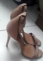 Sandálias semi novas originais