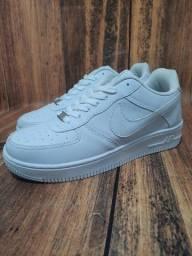 Título do anúncio: Tênis Nike Air Force Branco/Branco Sintético