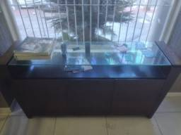 Título do anúncio: Vendo mesa/aparador madeira c/ 3 portar e vidro.