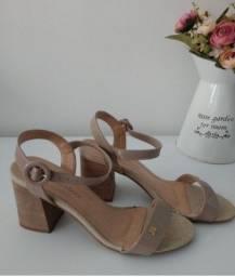 Título do anúncio: Sandália de salto Raphaella Booz