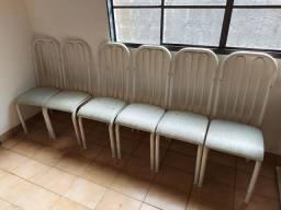 2 mesas de mármore e 6 cadeiras