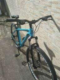 Vende- se bicicleta aro 29    por (2 mil reais)