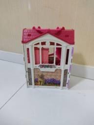 Título do anúncio: Casa da Barbie com acessórios muito bem conservada