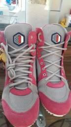 Vendo bota de academia rosa/cinza, nova, numeração 38