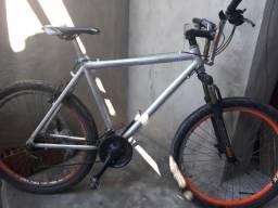 Bicicleta de alumínio com marcha