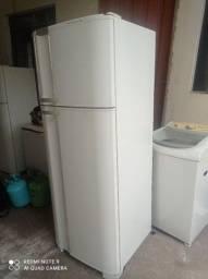 Título do anúncio: Vendo esta geladeira Eletrolux 487 litros