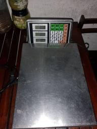 Balança semi nova de 200kg