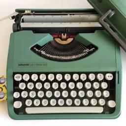 Título do anúncio: Maquina Datilografia Olivetti Lettera 82 - Antiga