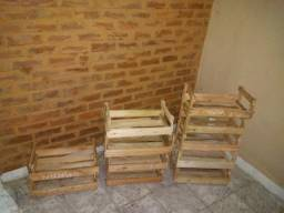 Caixa de madeira de pinos para artesanato e decoração