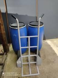 Carrinho de carga e Barril R$ 480,00 Tudo