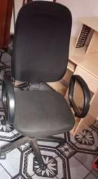 Cadeira e mesinha