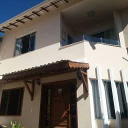 Título do anúncio: Vende-se casa com 3 suites, garagem, quintal, Praça da Matriz, Guaçui-ES
