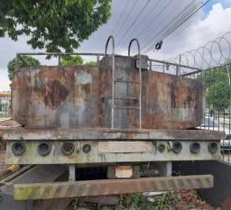 Vende uma carreta tanque