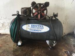 Compressor e máquina de solda