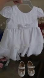 Vendo sandália e vestido de batizado