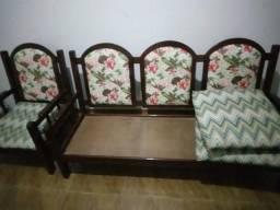 Sofá de madeira de verdade