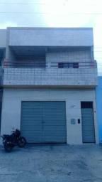 Vende-se casa na avenida de 2 andares, lado da sombra .Aceita proposta