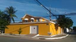 Linda casa com Piscina na Costa Azul, de esquina primeira paralela com 4qts (ste c/closet)