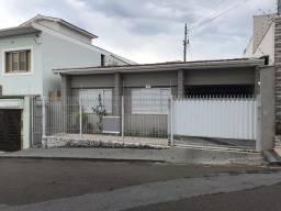 Casa para venda bem no centro de Alfenas - MG -