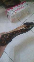 Vendo sapatilha de plástico