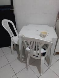 Título do anúncio: Mesa de plástico com 2 cadeiras