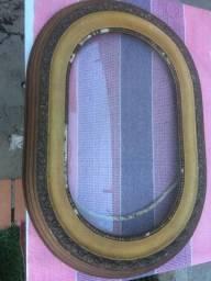 moldura para quadro antigo oval medindo 0,37 larg. x 0,52 compr.