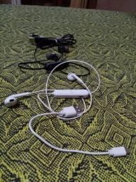2 Fones Bluetooth + Carregador USB