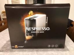 Cafeteira Nespresso essenza mini (preta)