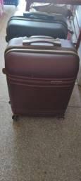 Título do anúncio: Vendo duas malas para viagem seminova r$ 200 cada