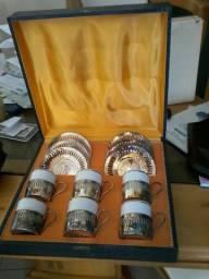 Xícaras antigas com prata