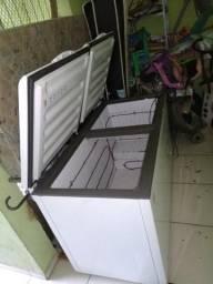 Freezer grande de duas portas $ 800,00