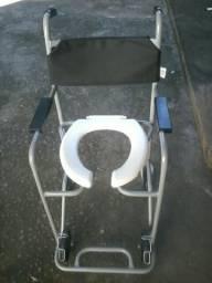 Cadeira de banho com acento removível , da marca Jaguaribe , usada apenas 2 vezes