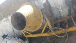 Vendo betoneira e uma maquina de misturar tinta