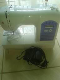 Máquina de costura seme nova