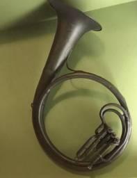 Tuba antiga Souzafone para decoração