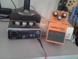 Placa de áudio U-Phoria e pedal distortion DS1 da Boss