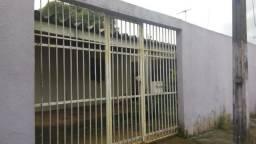 Casa escriturada no bairro Castanheira - 80 mil à vista - Cozinha ampla e quintal grande