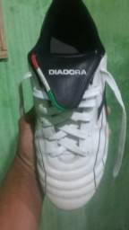 e9797ba6b18ba Chuteira society Diadora. 80 reais