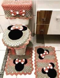 Jogos de banheiros; almofadas;
