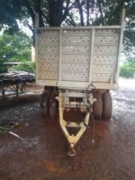 Carreta pra transporte de implementos agrícolas