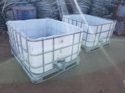 Título do anúncio: Caixa cocho Container plástico com grade de 300L com registro para água coxo d'água