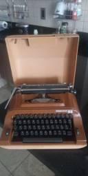 Antiga máquina de datilografar manual Remington 25