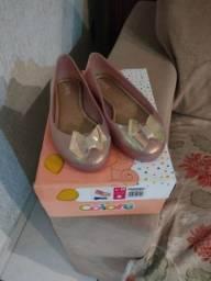 Sapatilha e sapato novos