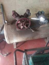 Compressor funcionando $ 2.000 ou troco por um menor