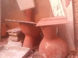 Vazo sanitário marrom com caixinha e 1 pia 100rs cada