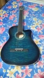 Violão azul , usado poucas vezes