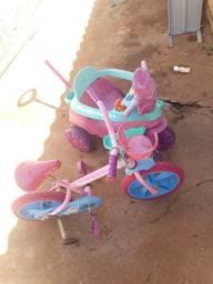 Tricicolo/Motoca e bicicleta Bandeirantes