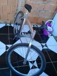 Bicicleta usada toda reformada