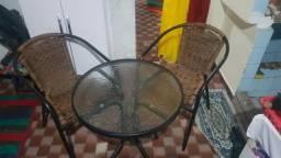MESA pequena com 2 cadeiras